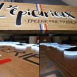 Insignia-Enseigne - Epicurieux - Fabrication avec mélange de relief lumineux et adhésif.