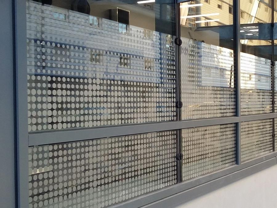 Insignia-Enseigne - C'mapub - Campus Axel One à Villeurbanne - Vitrophanie en Adhesif Dépoli