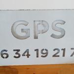 Insignia-Enseigne-pochoir-GPS