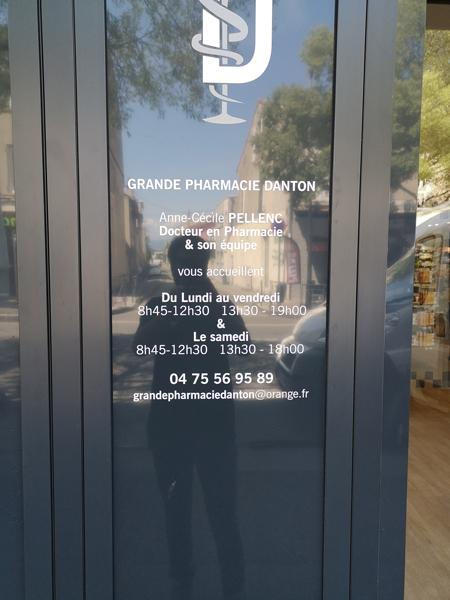 Insignia-Enseigne-vitrophanie-pharmacie-danton