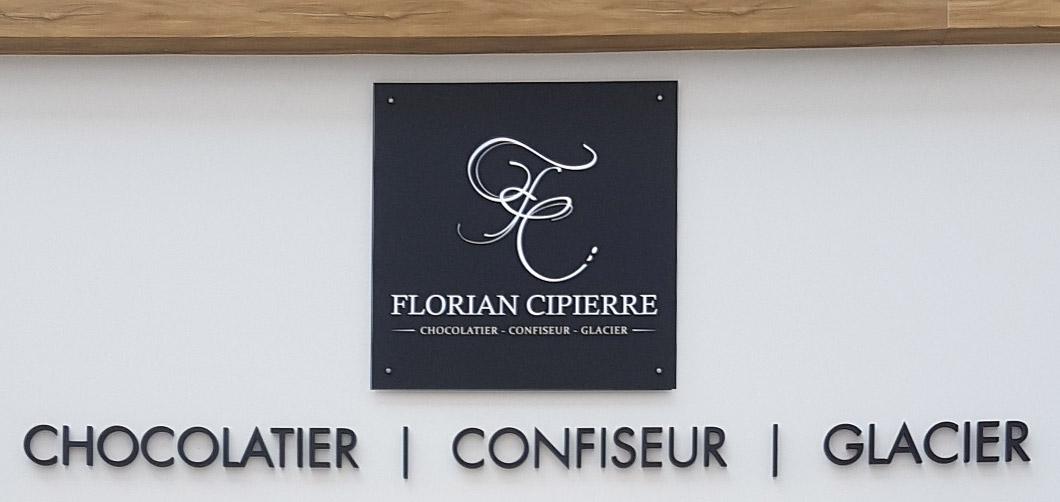 Insignia-Enseigne-chocolatier-cipierre-florian-logo-facade