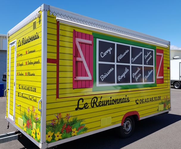 Insignia-Enseigne-realisation-complete-Food-Truck-reunionnais