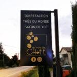 insignia-enseigne-au-nom-du-cafe-drapeau-non-lumineux