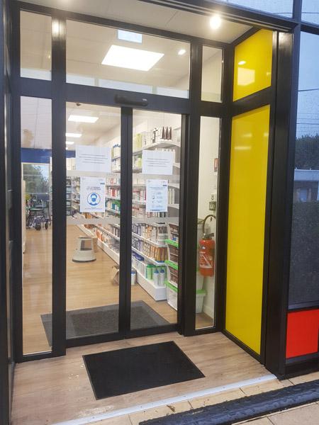 insignia-enseigne-pharmacie-du-damier-entree